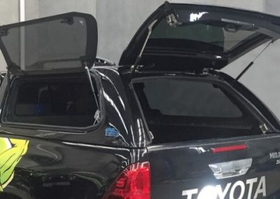 toyota-hilux-ironman-4x4-pinnacle-canopy